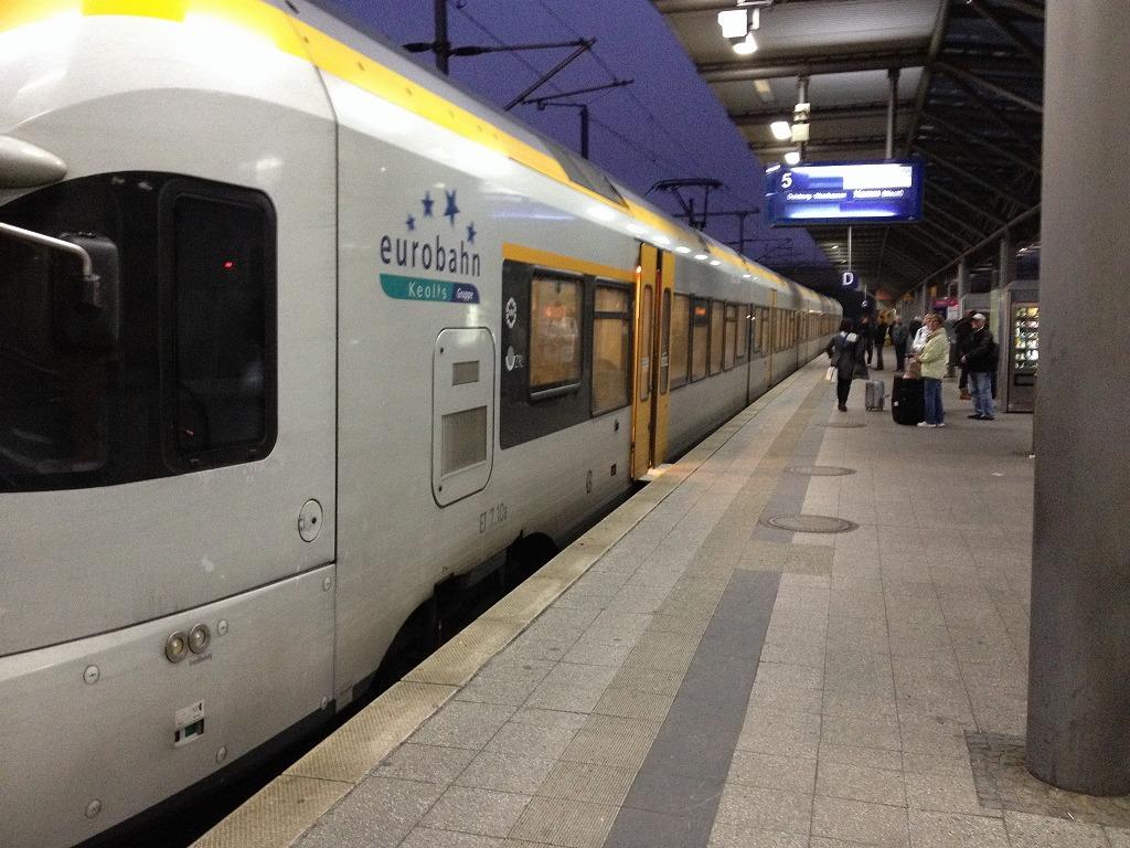 デュッセルドルフの電車 中央駅にて