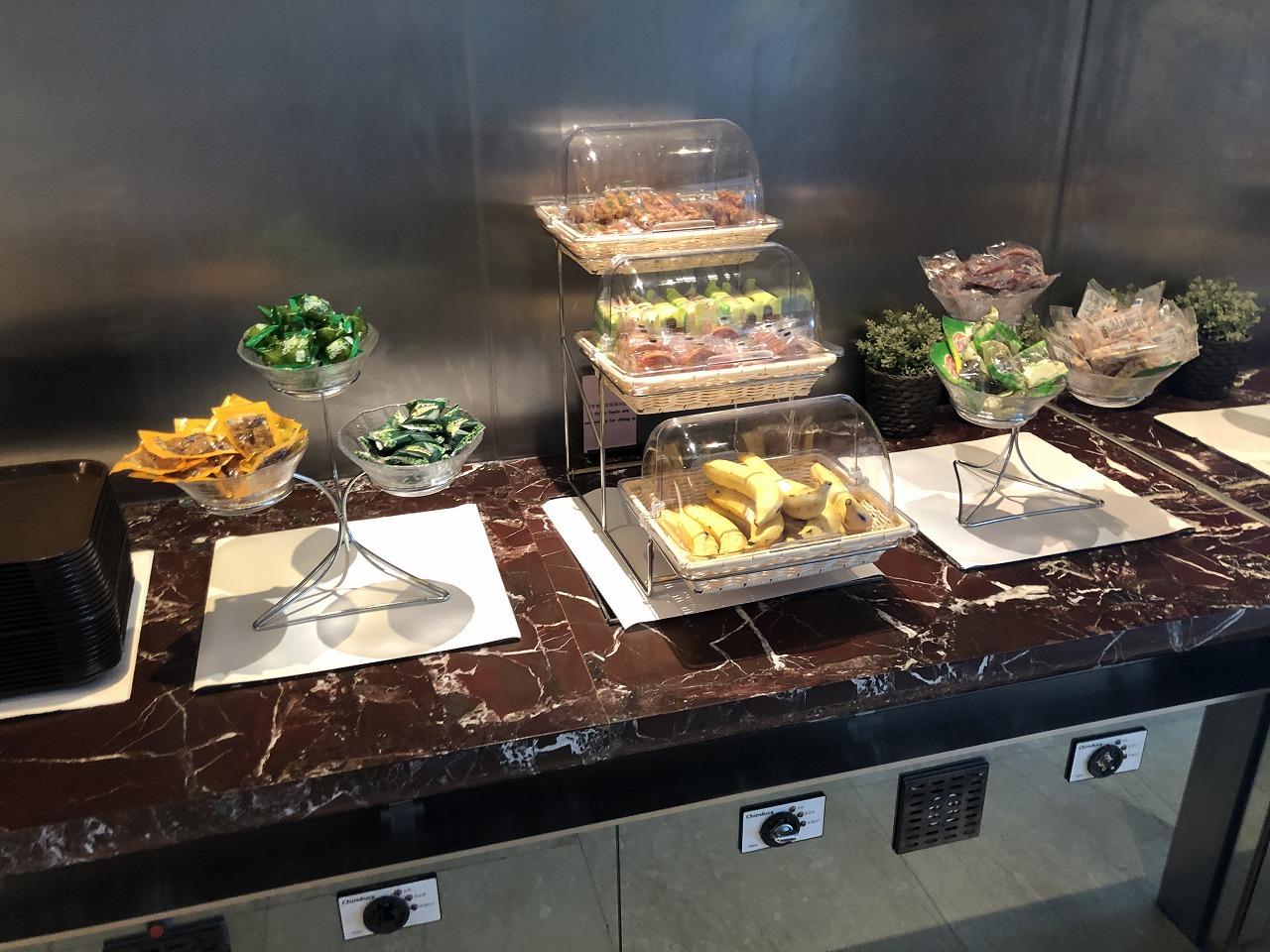 上海浦東空港ターミナル1国内線でプライオリティ・パスが使えるラウンジ 食事